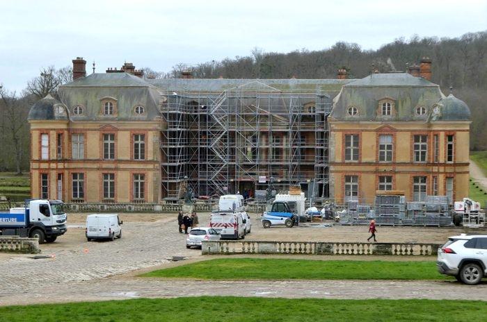 château Dampierre.jpg